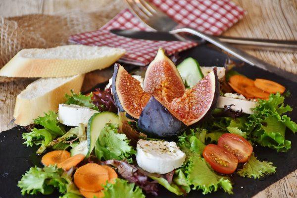 Trois raisons pour lesquelles vous avez besoin d'un diététicien en ligne pour votre perte de poids